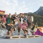 ALLES HEILIGE: Ensemble   Salzburger Strassentheater