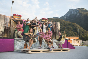 ALLES HEILIGE: Ensemble | Salzburger Strassentheater