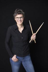Elisabeth Fuchs mit Drumsticks © Erika Mayer